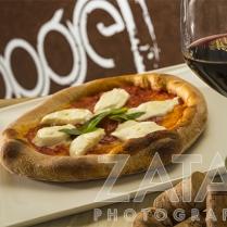 pizza tonda classica margherita dop con pomodoro san marzano e mozzarella di bufala campana