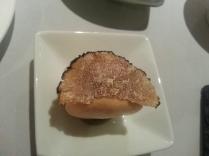 macaron al tartufo nero