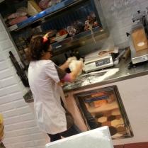 Tatiana Longoni lavora la pasta