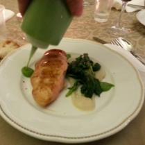 che pollo! Petto di pollo marinato con soia, crema di topinambur spinaci