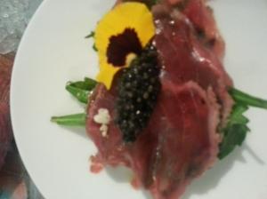 Roast beef di tonno, salsa di rosso d'uovo e Caviale