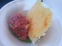 tartare di manzo, crema di asparagi e cialda di pamrigiano