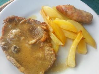 arrosto e salsiccia di maiale nero casertano, e patate al forno