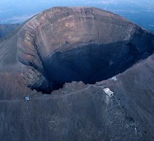 Parco-Nazionale-del-Vesuvio-Cratere-del-Vesuvio1-690x290