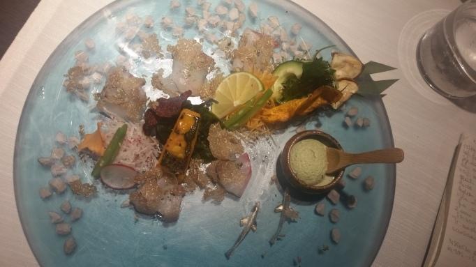 Sashimi di spigola con sale grigio del Guerande, pepe oro e argento di Sarawak, crema gelato al latte di Tofu e The verde Matcha di Uji. Guarnizione di Tartufo Nero pregiato