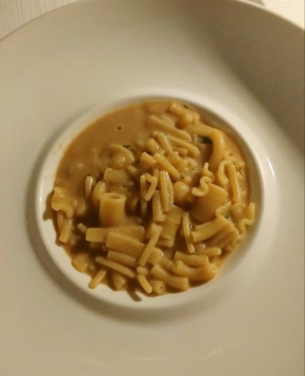 Pasta spezzata con brodetto di canocchie
