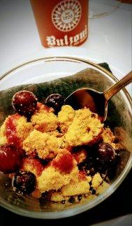 Sbrisolona alle mele con uva fragola
