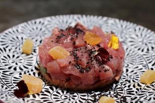 Tartare di Palamita, Avocado, Zenzero candito, Olive e Pomodoro